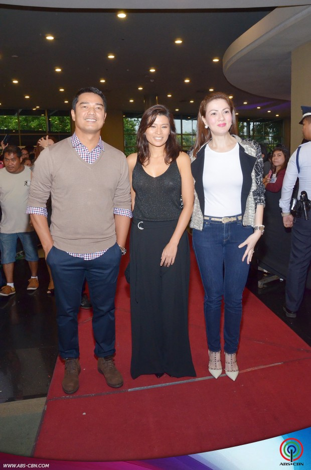 LOOK: Julia Montes looking so fresh and fab in black at the Doble Kara Screening